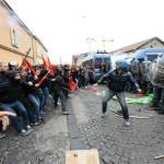 Sblocca Italia: da corteo petardi contro Porta Parco Bagnoli