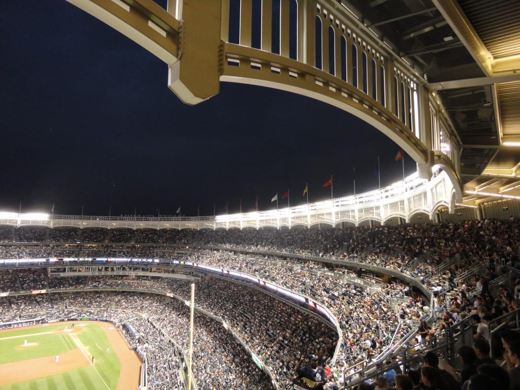 Assistere Ad Una Partita Di Baseball Allo Yankee Stadium